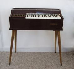 Magnus Electronic Chord Organ Model 391 with Legs, I had something similar