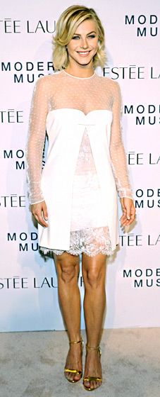 The Safe Haven star, Julianne Hough, wore a sexy-prim white lace Emilio Pucci dress and Sorellina's Otto Studs.
