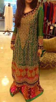 Pakistani Mehndi night dress. Een herfsttype staat mooi in meerdere kleuren tegelijk. Dit zijn mooie kleuren voor het kleurtype donkere herfst (H3). Check out more desings at: http://www.mehndiequalshenna.com/