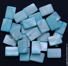 Купить или заказать Перламутр голубой, бусины, прямоугольник в интернет-магазине на Ярмарке Мастеров. Бусины из светло-голубого перламутра, гладкие, форма - прямоугольник. Цвет голубой и бледно-голубой, с радужными переливами (см. фото) и цветными отметинами. Размеры: длина 18 мм, ширина 13 мм. Отверстие по длине бусины. В наличии 16 шт. Фото сделаны в естественном дневном и смешанном свете.