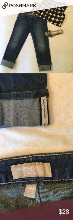 "Banana Republic cropped jeans Medium blue. 16"" across waist. 22"" inseam. Rise 8"" in front, about 12-13 in back. 99% cotton/ 1% spandex. Banana Republic Jeans Ankle & Cropped"
