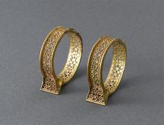 Pendants d'oreilles ou bracelets - PERIOD 11th century/ 12th century. PRODUCTION SITE: Iran (origine). TECHNIC/MATERIAL: filigreed (gold) , gold (metal). | Photo (C) RMN-Grand Palais (musée du Louvre) / Jean-Gilles Berizzi.
