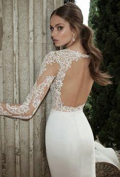 Detalle de esta espalda descubierta y de las mangas largas de este vestido de novia de Berta.   HISPABODAS