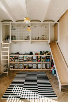 Super fun and functional kids room design idea! Elevated play area a ladder to climb and the best part an indoor slide! The post Super fun and functional kids room design idea! Elevated play area a ladder to appeared first on Children's Room. Playroom Design, Kids Room Design, Barcelona Apartment, Industrial Bedroom, Industrial Design, Industrial Loft, Kitchen Industrial, Industrial Living, Vintage Industrial