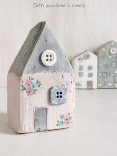 Tutti guardano le nuvole: Little Wooden Houses