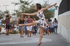 Feliz día bailarines!  De mis fotos favoritas nunca la subí por querer usarla en una exposición ( la cual no participe .-.) #canon #Chetumal #danza #ballet #callejero #yongnuo #100mm #ozr
