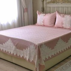 Image may contain: bedroom and indoor Muebles Shabby Chic, Shabby Chic Decor, Ruffle Bedding, Quilt Bedding, Bedroom Furniture, Bedroom Decor, Crochet Bedspread Pattern, Crochet Dollies, Flower Quilts