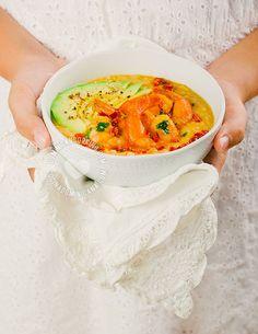 Receta Cremoso Chenchén de Coco con Camarones Picantes: Un plato increíble con sabores fuertes, texturas contrastantes, y que es muy fácil de hacer. Un nuevo favorito.