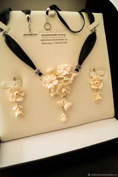 Stone Jewelry, Jewelry Art, Diamond Jewelry, Antique Jewelry, Gold Jewelry, Jewelery, Jewelry Necklaces, Fashion Jewelry, Wood Carving Faces