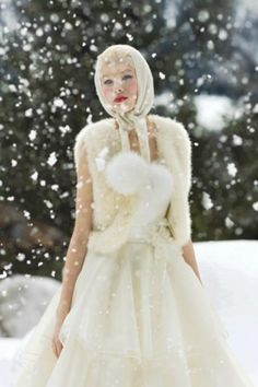 getting married while its snowing would be beautiful