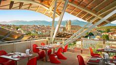 La fantástica ubicación de este lujoso hotel en la Rioja permite a sus visitantes disfrutar de unas vistas impresionantes Top Hotels, Hotels And Resorts, Best Hotels, Amazing Hotels, Frank Gehry, Hotel Architecture, Architecture Details, Basque Country, Wine Country
