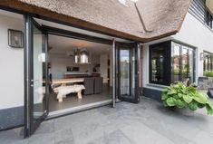 Landelijke villa in Castricum - Atelier 3 >> Cottage stijl Garage Doors, Cottage, Exterior, Windows, Villa, Outdoor Decor, Furniture, Inspireren, Dream Houses
