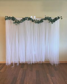 Ideas For Simple Bridal Shower Decorations Ideas Signs Bridal Shower Backdrop, Simple Bridal Shower, Bridal Shower Centerpieces, Bridal Shower Signs, Bridal Shower Cakes, Bridal Shower Rustic, Diy Party Backdrop, Tulle Backdrop, Elegant Centerpieces