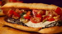 Ian's Grilled Eggplant Sandwich The official website for The Rachael Ray Show. The award-winning daytime TV show where you can find recipes, watch show clips, and explore more Rachael Ray! Crispy Eggplant, Grilled Eggplant, Delicious Sandwiches, Wrap Sandwiches, Vegetarian Sandwiches, Eggplant Sandwich, Fat Smash Diet, Shred Diet, Beef Dip