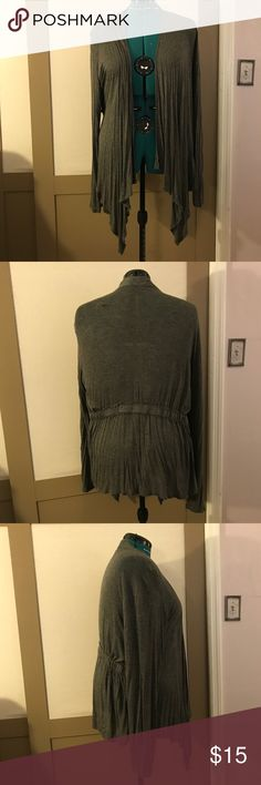 EUC Van Heusen open Gray cardigan XL Really pretty heather gray cardigan in size extra large from Van Heusen. exceedingly comfortable with a nice stretchy black waistband. Comes from a non-smoking and pet free home Van Heusen Sweaters Cardigans