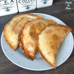 Slimming World 1 Syn Corned Beef Pasties or just chuck any other filling in there! Cheese and onion, meat and gravy, meat and potatoes. Slimming World Dinners, Slimming World Recipes Syn Free, Slimming World Syns, Slimming Eats, Corned Beef, Cheese And Onion Pasty, Sliming World, Sw Meals, Diet Meals