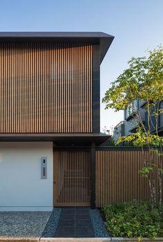 House in Kanzeonji, Fukuoka, 2014 - Hiroshi yamada Japanese Modern House, Modern Japanese Architecture, Japanese Home Design, Tropical Architecture, Minimalist Architecture, Facade Architecture, Residential Architecture, Sustainable Architecture, Facade Design