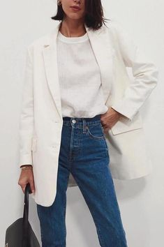 Minimalistic Outfits For Spring Minimalistic Outfits For Spring effortless minimalist outfit ideas to refresh your spring wardrobe Mode Outfits, Jean Outfits, Fashion Outfits, Fashion Trends, Travel Outfits, Fashion Boots, Fashion Ideas, Jeans Outfit For Work, Outfit Jeans