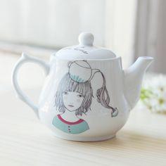 Tetera de porcelana de alta calidad decorada  de forma artesanal de Lady Desidia...mi próximo capricho! :D