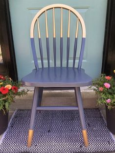 FOR THE PORCH CHAIRS Gilded gold painted navy blue chair. A little bit gold dipped style need color blocking. Love the arched spindle back style of this chair. For mismatched dining table, desk chair or side chair in guest room or office? Upcycled Furniture, Furniture Projects, Furniture Makeover, Diy Furniture, Bedroom Furniture, Kitchen Chair Makeover, Wooden Chair Makeover, Furniture Refinishing, Street Furniture