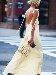 The Best Street Style from New York Fashion Week Street Style Spring 2018 Day 6 Cont. Street Style 2018, Looks Street Style, Street Styles, Estilo Sienna Miller, Yellow Dress Casual, Easy Style, Cooler Look, Cool Street Fashion, London Street Fashion