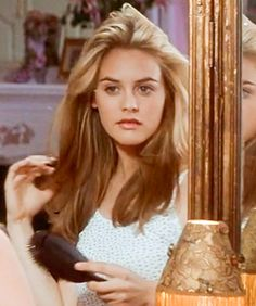 Alicia Silverstone as Cher Horowitz in 'Clueless', Clueless Aesthetic, Boujee Aesthetic, Aesthetic Vintage, Aesthetic Photo, Aesthetic Pictures, Aesthetic Makeup, Aesthetic Grunge, Cher Clueless, Clueless Outfits