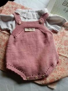 640 × 853 bildepunkter – Finance tips, saving money, budgeting planner Baby Clothes Patterns, Baby Knitting Patterns, Baby Patterns, Diy Crafts Knitting, Knitting For Kids, Baby Outfits, Kids Outfits, Baby Overalls, Knitted Baby Clothes