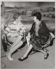 Lucille Ball hangs with good friend Rosalind Russell on the set of Gypsy Golden Age Of Hollywood, Vintage Hollywood, Hollywood Stars, Classic Hollywood, I Love Lucy Show, Lucy And Ricky, Rosalind Russell, Hollywood Heroines, Hollywood Actresses