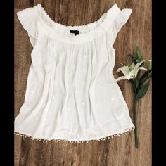 AE boho top {x-small} White boho eyelit top. Lightweight material. Cute with a bandeau. Like new condition. Falls right at waist. American Eagle Outfitters Tops Blouses