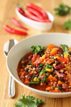 """Rezept: Chili con Buchweizen aus unserem Kochbuch """"A Grain, a Green and a Bean"""" via @bevegt"""
