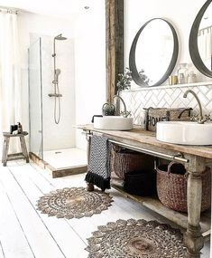 Rustic bathroom interior with wooden accessories and painted white feet . - Rustic bathroom interior with wooden accessories and painted white floorboards - Home Decor Accessories, Interior, White Floorboards, Small Bathroom Decor, Home Decor, Bathroom Interior, Rustic Remodel, Painted Vanity Bathroom, Rustic House