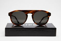 Gafas de diseño, ha sido alcanzado en el Tiberio sunglasses by Super
