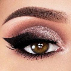 Shimmer Silver And Black Smokey Eyes Idea ★ Your eye makeup is the. Natural Eye Makeup, Eye Makeup Tips, Smokey Eye Makeup, Makeup Ideas, Black Smokey Eye, Smoky Eye, Too Faced Natural Eyes, Makeup Must Haves, Stunning Makeup