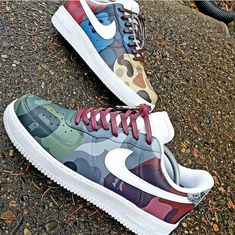 Comment if you would wear these 🤩 . Tag someone who needs to see these👌🏽 Hype Shoes, On Shoes, Me Too Shoes, Custom Sneakers, Custom Shoes, Nike Tenis, Sneakers Fashion, Sneakers Nike, Nike Shoes Air Force