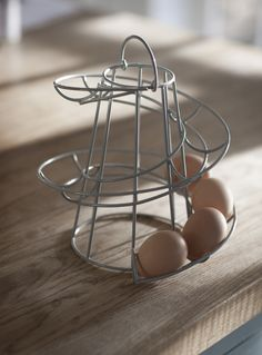 Store your eggs in this stylish egg run finished in flint. This spiral egg holder fits 12 eggs perfectly.