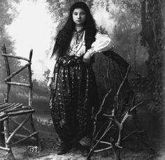 Giovane donna musulmana, 1884 (Pjetër Marubi)