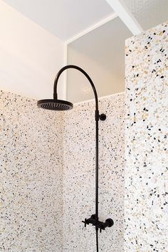 Terrazzo shower and walls covered with a different type of terrazzo. Terrazzo inspiration for home interiors and redecoration ideas. Bad Inspiration, Bathroom Inspiration, Interior Inspiration, Bathroom Ideas, Houzz Bathroom, Diy Interior, Bathroom Interior Design, Interior And Exterior, Interior Architecture