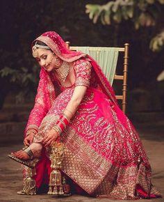 Indian Bride Dress Test- Make Sure your Wedding Lehenga is Super Comfortable before you Buy it ! Indian Bride Dresses, Indian Wedding Bride, Indian Bridal Outfits, Indian Bridal Lehenga, Indian Bridal Fashion, Red Lehenga, Bridal Dresses, Indian Weddings, Punjabi Wedding Couple