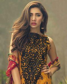 Mahira Khan Khan is a Pakistani actress. She appears in Pakistani films and Pakistani dramas. Mahira Khan Pics, Pakistani Actress Mahira Khan, Mahira Khan Dresses, Pakistani Dramas, Pakistani Models, Pakistani Girl, Pakistani Wedding Outfits, Pakistani Dresses, Pakistani Clothing