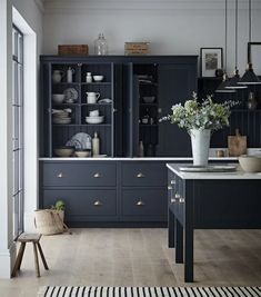 There's just something so timeless about the combination of dark painted wood, marble, brass, and a white metro tile in a kitchen. Black Kitchen Cabinets, All White Kitchen, Kitchen Units, Black Kitchens, Kitchen Paint, Kitchen Decor, Devol Kitchens, Farmhouse Kitchens, Painting Kitchen Cabinets
