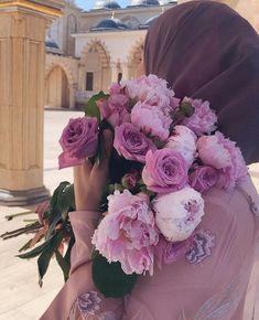 Cute Muslim Couples, Muslim Girls, Hijabi Girl, Girl Hijab, Beautiful Girl Photo, Beautiful Hijab, Girls With Flowers, Beautiful Flowers, Hijab Dpz
