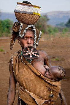 Retrato - Mujer de la étnia Mursi, Etiopía / por Carlos Cass en 500px