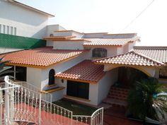 Foto: Tejaban es #3 de Herrería Raza #455285 - Habitissimo Pvc Roofing Sheets, House Plans, Cabin, Mansions, House Styles, Outdoor Decor, Home Decor, Dream Rooms, Architects