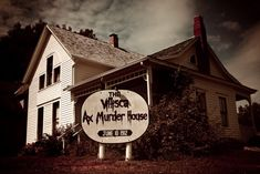 Second Sight: A Paranormal View: The Morality of New Haunted Attractions: The Villisca Axe Murder House Haunted Houses In America, Real Haunted Houses, Haunted Hotel, Travel Goals, Us Travel, Haunted Attractions, Most Haunted Places, Farm Photo, Horror House