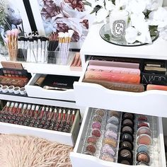 using our deluxe vanity pack with a few little extras today ☺. Makeup Storage, Makeup Organization, Vanity Makeup Rooms, Vanity Decor, Small Dressing Table, All Things Beauty, Makeup Things, Top Beauty, Bedroom Ideas