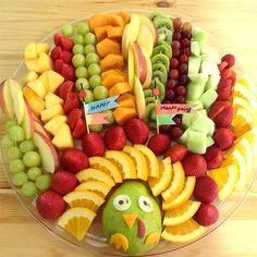 Thanksgiving fruit tray for kids Thanksgiving Fruit, Thanksgiving Appetizers, Christmas Appetizers, Christmas Treats, Turkey Fruit Platter, Turkey Veggie Tray, Vegetable Trays, Fruit Platters, Fruit Turkey