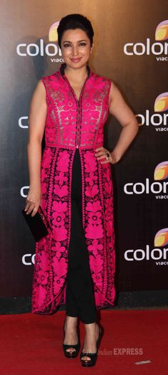 Tisca Chopra looked smart in the fuchsia pink with black attire on the red carpet Colors International Advertising Associations (IAA) Awards. #Style #Bollywood #Fashion #Beauty