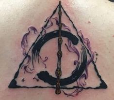 Harry Potter Deathly Hallows tattoo with watercolor done by Robin Cass Harry Potter Deathly Hallows Tattoo mit Aquarell von Robin Cass Hp Tattoo, Tattoo Hals, Body Art Tattoos, New Tattoos, Tattoos For Guys, Cool Tattoos, Tatoos, Tattoo Neck, Harry Potter Tattoos