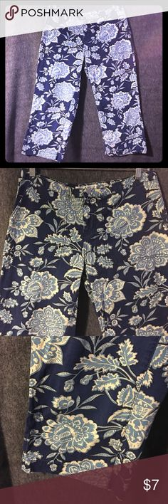 "⬇️TOMMY HILFIGER Floral 100% Cotton Capris Sz 8 This is a pair of preowned and in excellent condition. General use/wear. (There was drawstring at bottom of pants no longer there ) TOMMY HILFIGER JEANS women's 100% cotton blue cream floral print design wide leg capris in size 8. Send material and lightweight. Super fun pants/capris! Front pockets and back pockets flat front zipper and button closure. Very beachy and lake wear!WAIST 15"" up to 16"" INSEAM 21"" you can roll them up. 🌺 feel free…"