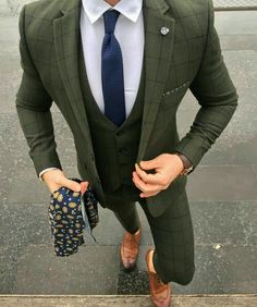 men's suits for weddings Green Suit Men, Olive Green Suit, Gentleman Mode, Gentleman Style, Mens Sweat Suits, Blazer Outfits Men, Men Dress Up, Designer Suits For Men, Man Dressing Style
